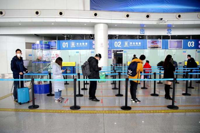 Airports in China start to reopen for domesti..